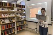 Работник библиотеки открывает чтения
