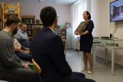 И.Н. Харахордина представляет фонд зала коллекций Сургутской библиотеки