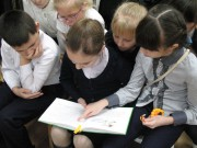 Библиотека 30. Дети читают книгу Сказки моего леса