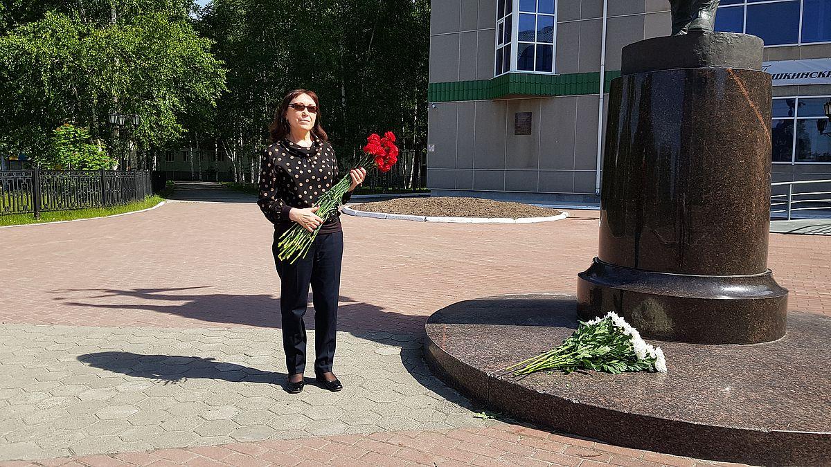 У памятника А.С. Пушкину